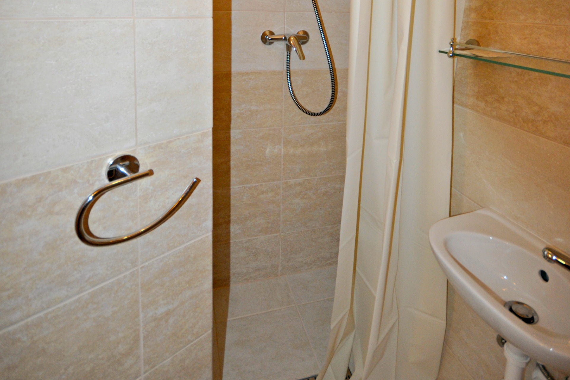Small, with shower (max. 2 persons) – Centrum Hotel & Cafe – Szentendre